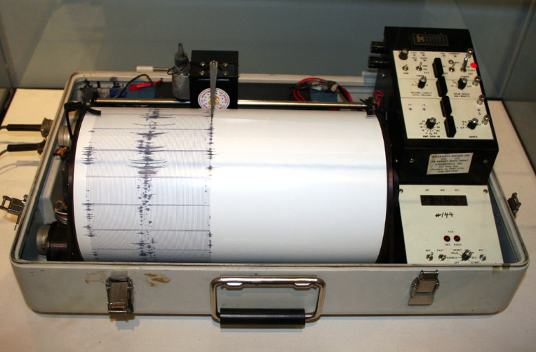 A picture of a Seismograph.